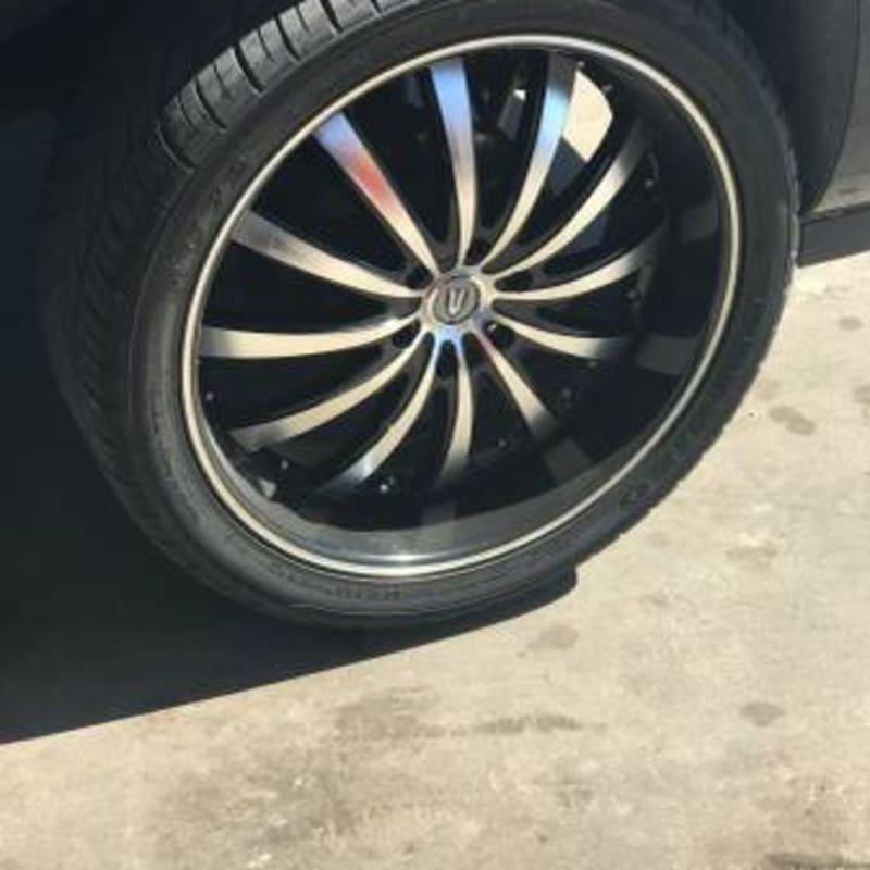 Black/Chrome 24 Inch Rims/Tire (Cadillac Escalade) For