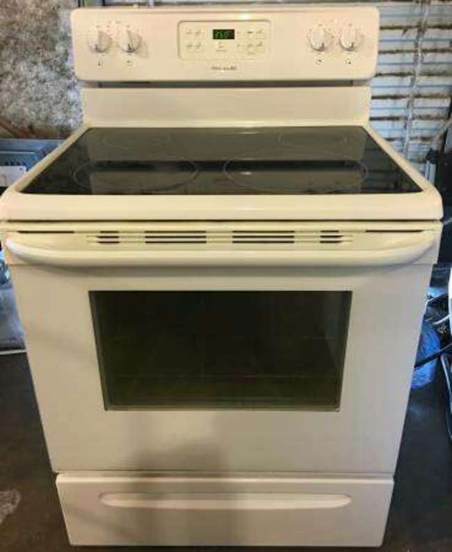 Frigidaire Glass Top Stove In Perfect Working Condition
